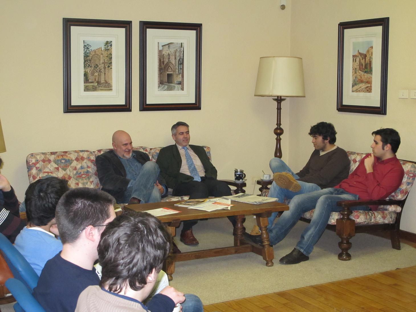 El Dr. Juan García Cota, médico de la Selección Española y Jefe de los Servicios Médicos del Real Club Celta de Vigo participa en una Tertulia en el Colegio Mayor La Estila
