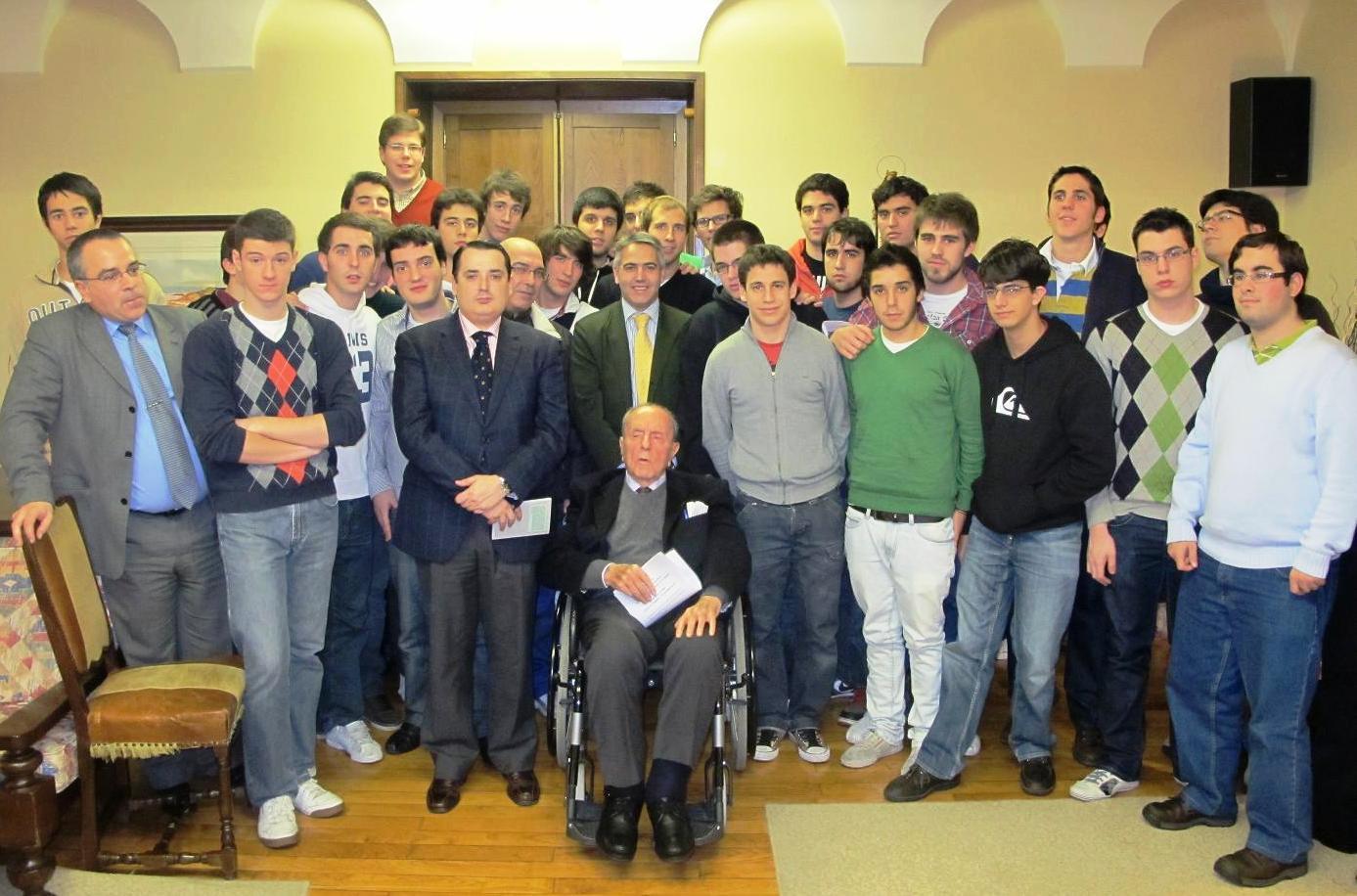 Visita del Senador Manuel Fraga al Colegio Mayor La Estila