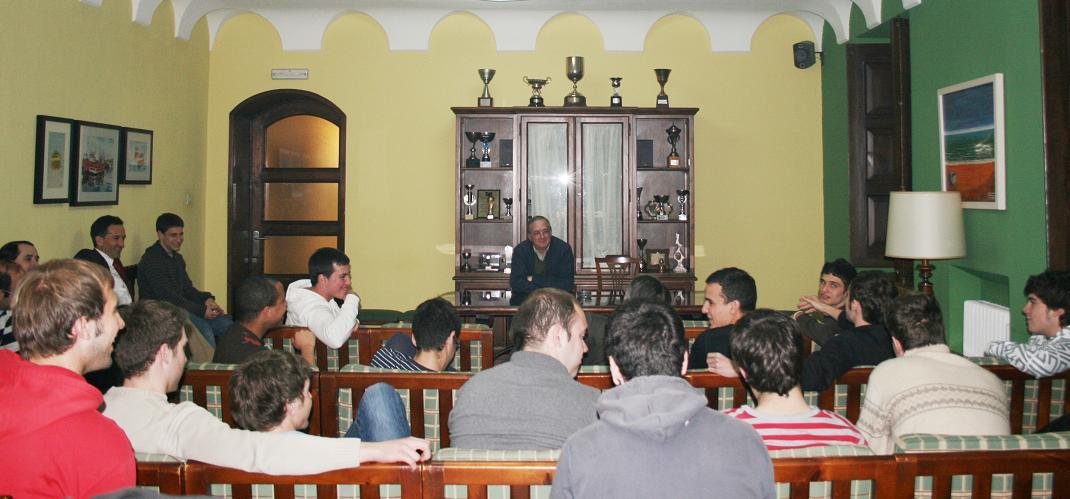 Salvador Villagrasa, ingeniero y astrofísico, participó en una cena debate con residentes del Colegio Mayor