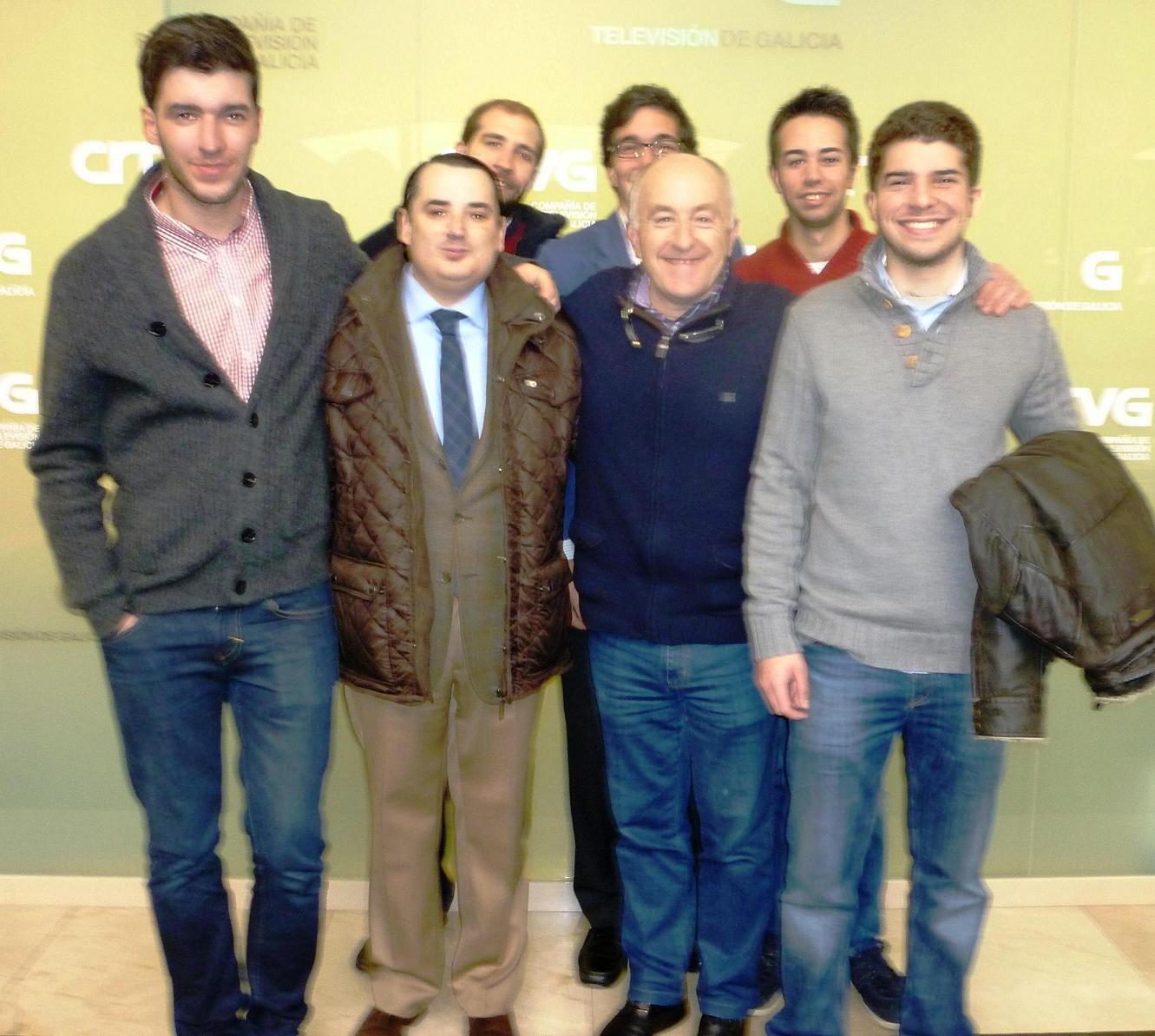 Residentes del Colegio Mayor visitan la TVG y el piloto de Rallys José Rivas participa en una tertulia en el Colegio Mayor