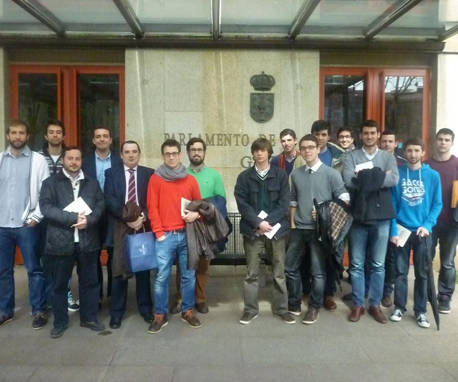 Residentes del Colegio Mayor visitan el Parlamento de Galicia
