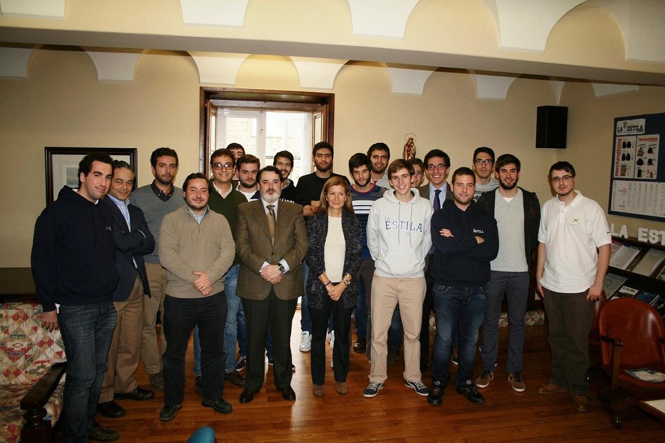 """Loreto González Dopeso, Presidenta de la Asociación """"No Más Novatadas"""", mantiene un encuentro con residentes del Colegio Mayor Universitario La Estila"""