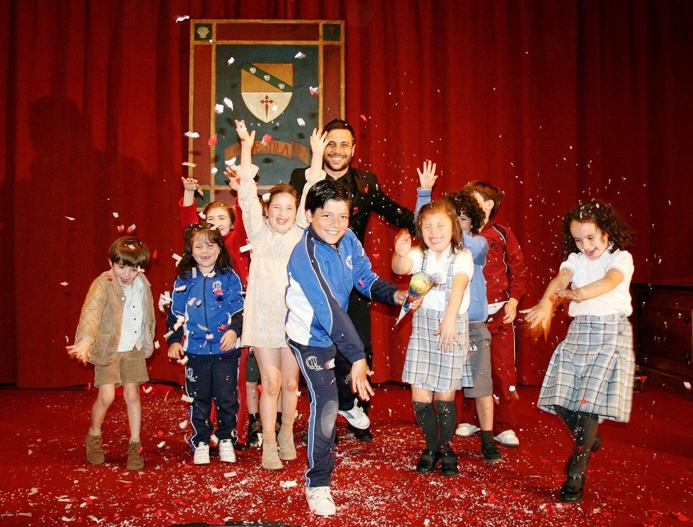 El Colegio Mayor La Estila acogió un espectáculo de magia del Mago Xacobe