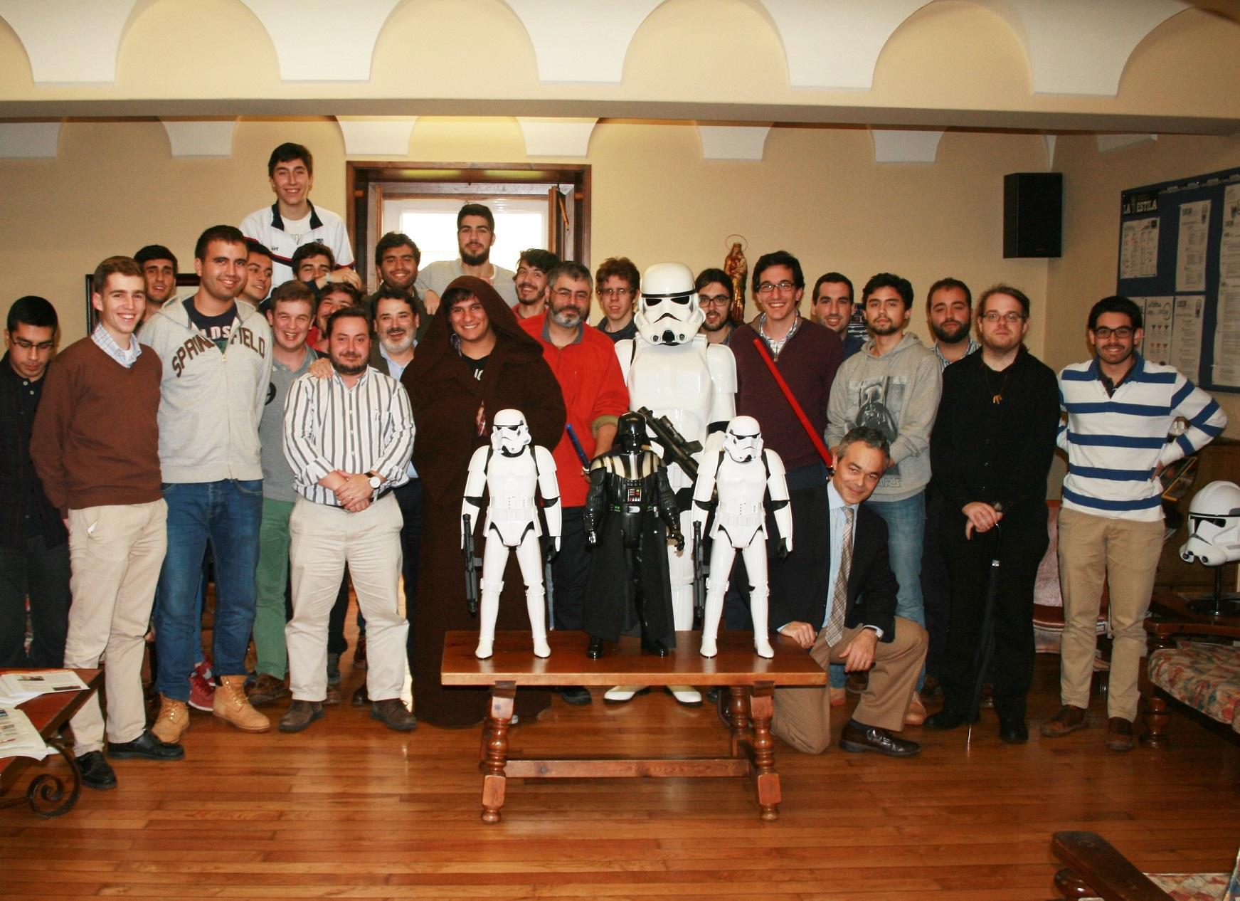 Iñaki Quenerapú creador de la Imperial Stormtroopers de Santiago de Compostela visita el Colegio Mayor