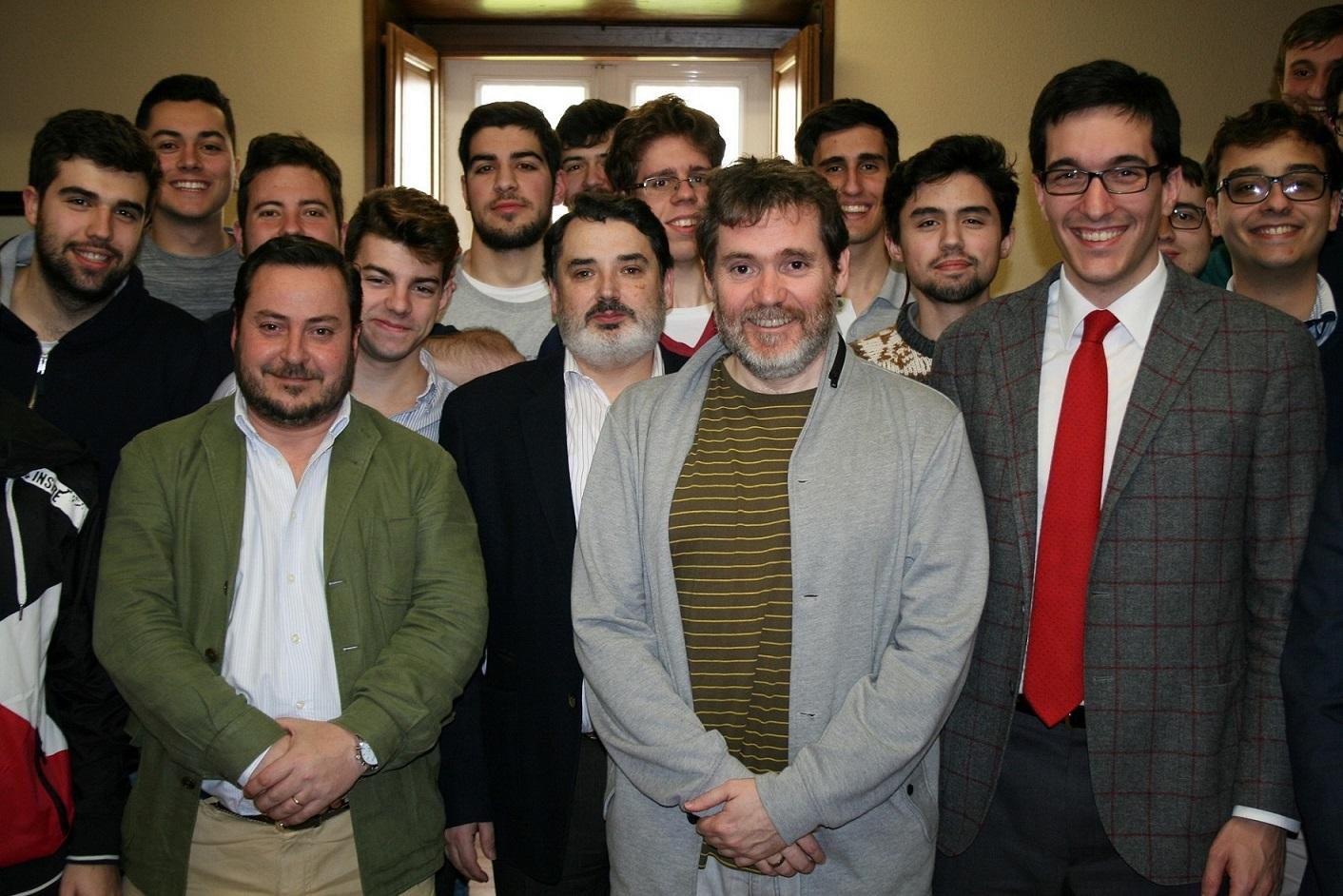Tertulia en el Colegio Mayor con el director y guionista Jorge Coira ...