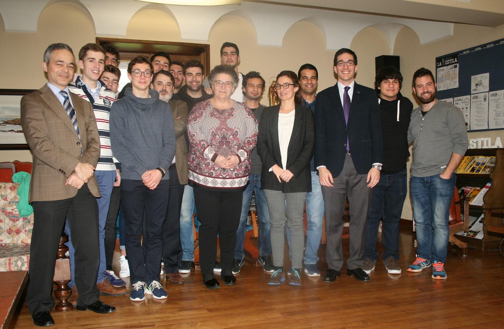 Tertulia en el Colegio Mayor con Milagros Otero, Valedora do Pobo de Galicia