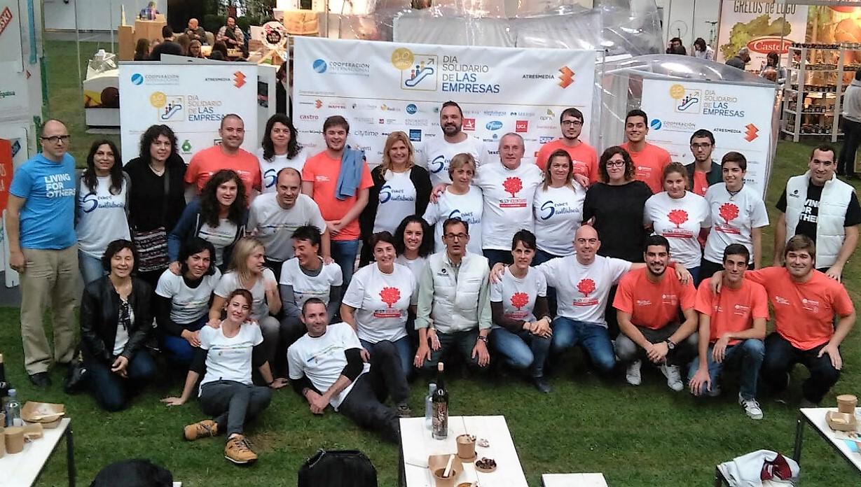 """Voluntarios del Colegio Mayor participan en la celebración del """"Día Solidario de las Empresas"""""""