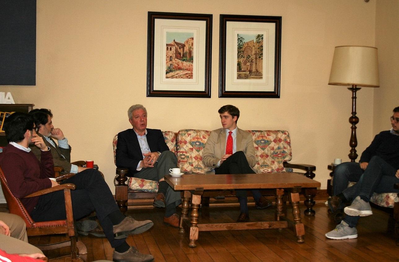 El Dr. Ignacio Balboa habló de comunicación en el Colegio Mayor