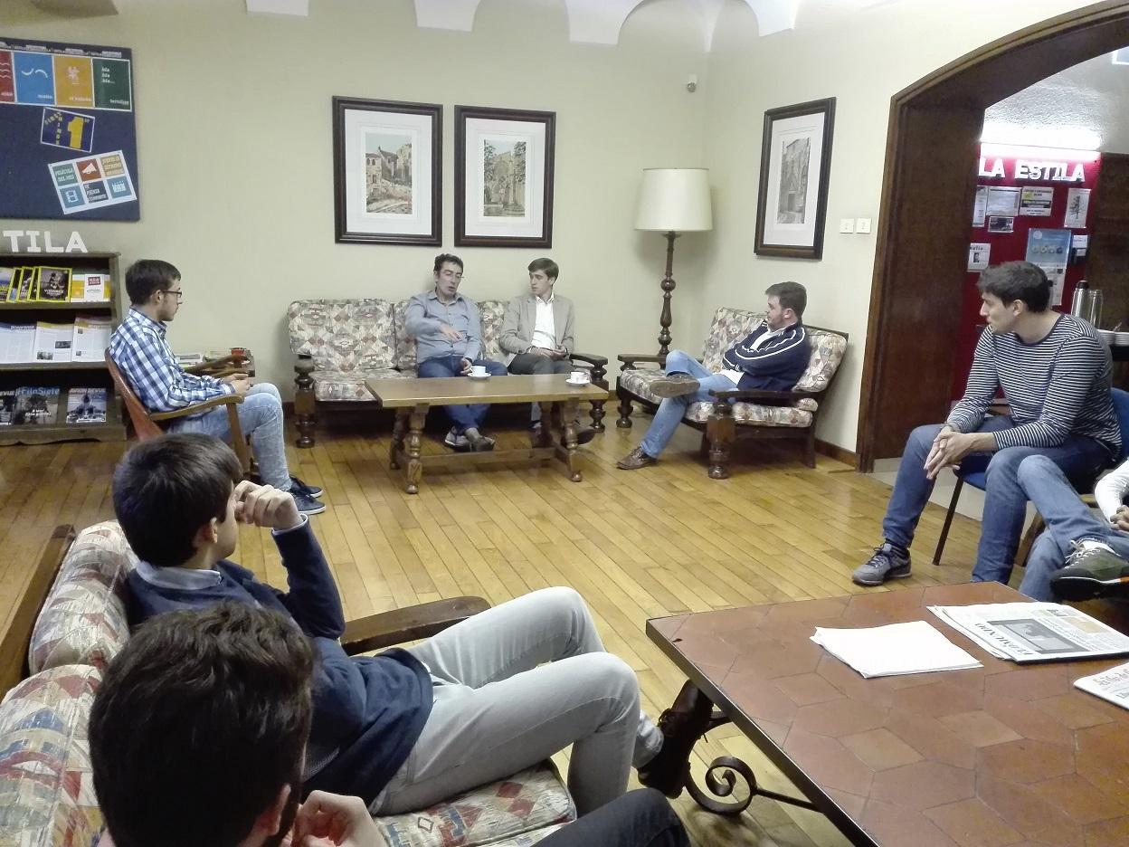 El Decano del Colegio de Ingenieros de Telecomunicación de Galicia de tertulia en La Estila
